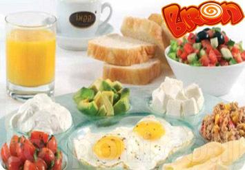 אין כמו לפתוח את הבוקר עם ארוחה טובה! ארוחת בוקר זוגית עשירה...