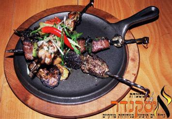 ארוחת גורמה זוגית הכוללת פלטת בשרים מפנקת + תוספות + קינוח +...