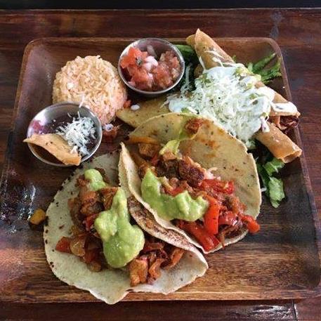 ארוחה מקסיקנית בשוק הכרמל עם טאקו, בוריטוס ועוד! רק ב77 ש