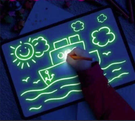 הילדים עפים על זה! לצייר עם אור! משטח / לוח ציור זוהר בחושך ...