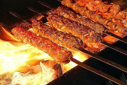 מסעדת שישקבב בחיפה בדיל לארוחה זוגית הכוללת פלטת 700 גרם בשרים + תוספות + סלטים + מרקים + פיתות + שתייה קרה/חמה רק ב89 ש