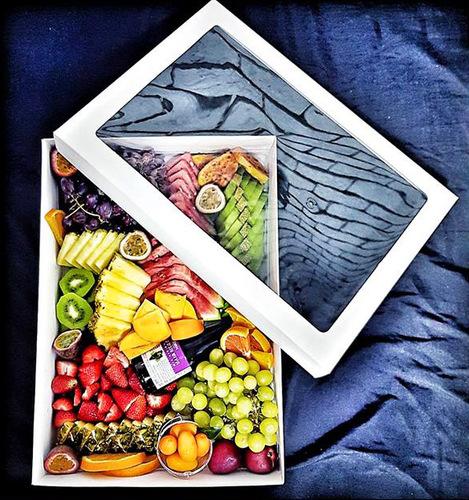 תיבת פירות או ממתקים מרהיבה בשפע צבעים וטעמים לכבוד חג הפסח ...